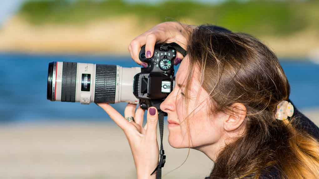 join hobby clubs such as photography, to meet single people with similar interests